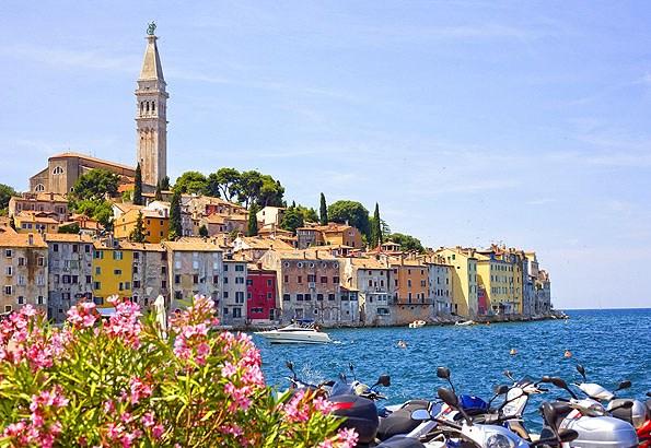 A mediterrán, virágos Rovinj