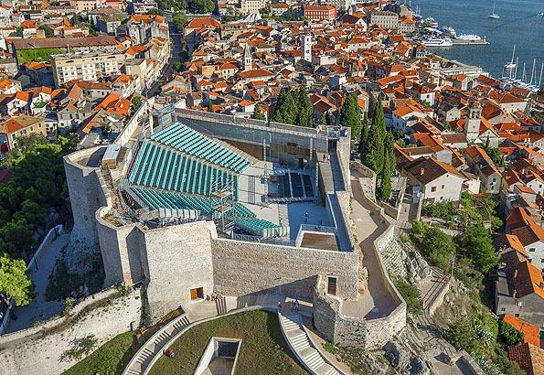 Sibenik óvárosának legerősebb pontja a Szent Mihály erőd.
