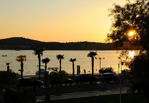 Nyaralásunk alatt minden bizonnyal rendszeresen nézzük végig a naplementés a sétányról.