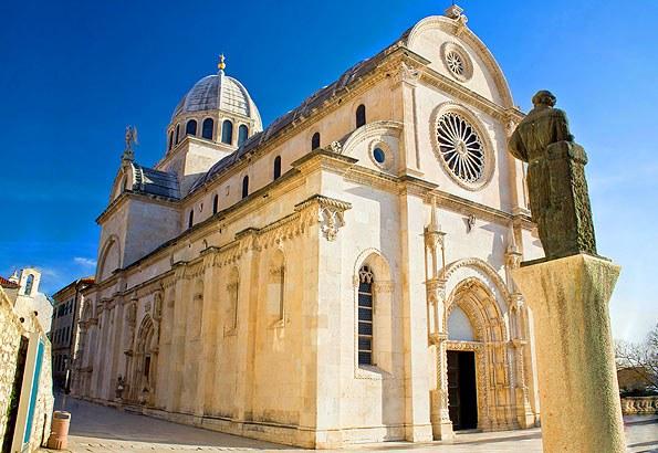 Minden Sibenik nyaralás kötelező látványossága a Szent Jakab katedrális