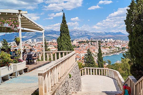 Split panorámája a Marjan hegyről.