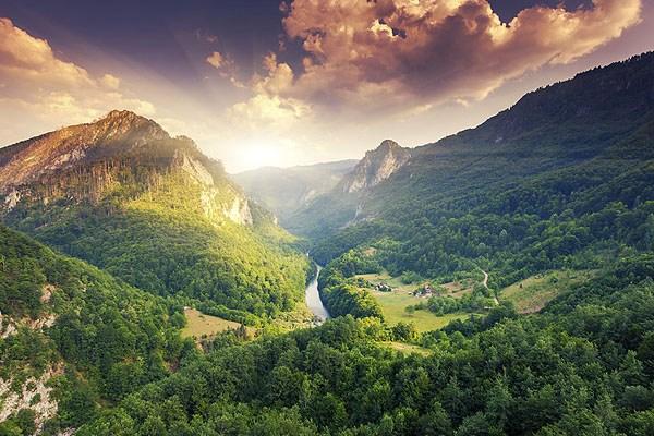Valami meseszép a Tara kanyon. Érdemes erre vinni az utazásunk!