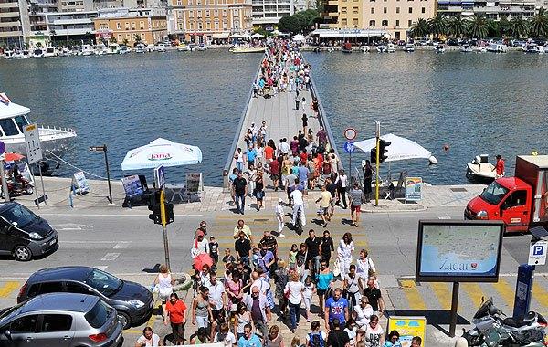 A Zadar hídon gyorsan elérhetjük az óvárost.