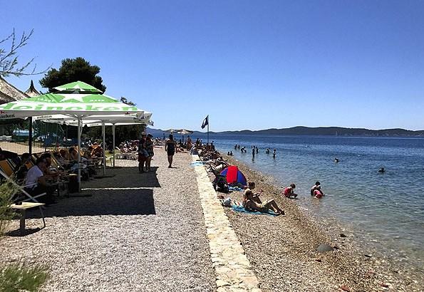 A legközelebbi strand, a Kolovare strand