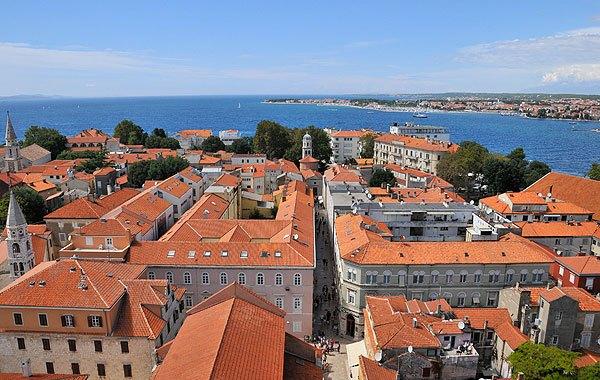 A Szent Anasztázia tornyából nyílik a legszebb kilátás Zadar óvárosára és a Főutcára