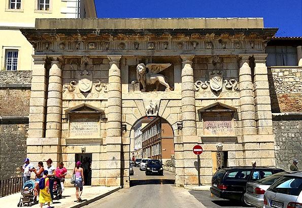 Zadar legfontosabb déli látnivalója a Szárazföldi kapu
