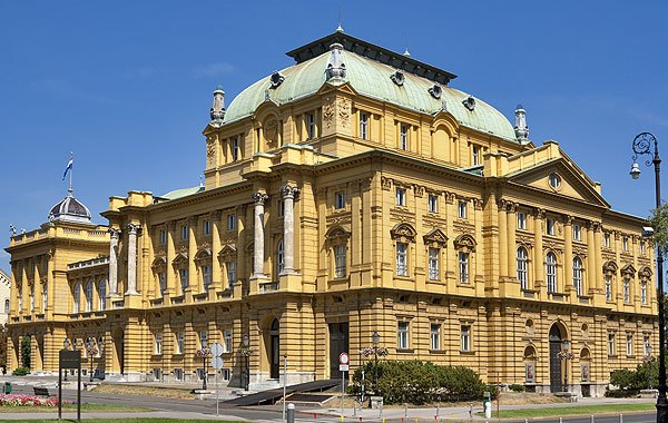 A Horvát Nemzeti Színház osztrák, szecessziós stílusban épült 1895-ben